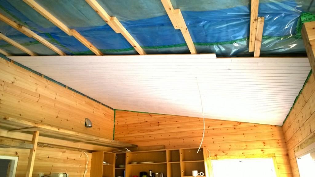 Keittiön katto paneloitu